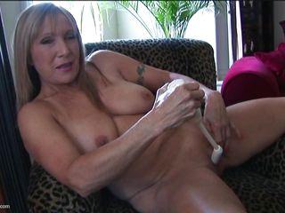Натуральные огромные сиськи русских женщин порно видеоролики