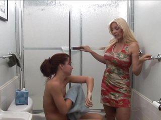 Порно красивая мама соблазнила