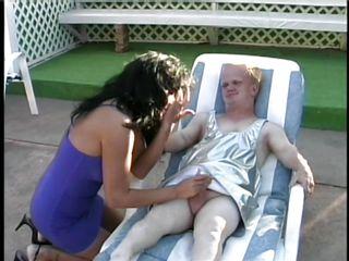 Подглядывание в сауне видео