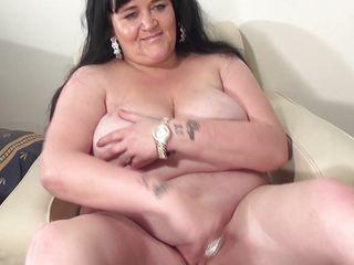 Порно зрелых женщин натуральные сиськи
