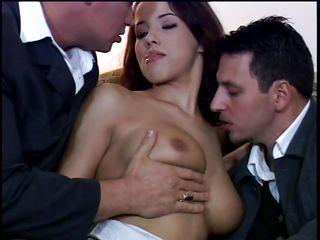 Порно фото жена сосет