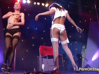 Скрытый секс на публике