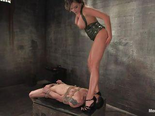 Порно видео подглядывание под юбку