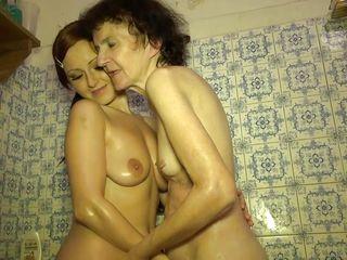 Старая и молодая лесби онлайн
