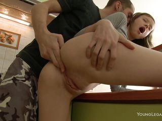 Порно видео подсмотрела дрочит