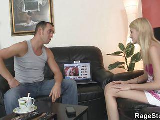 Грубый секс на кровати