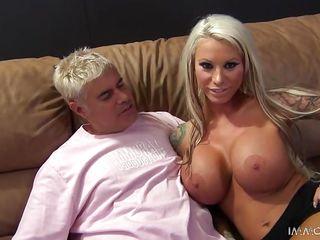 Порно видео вебкамера мастурбирует