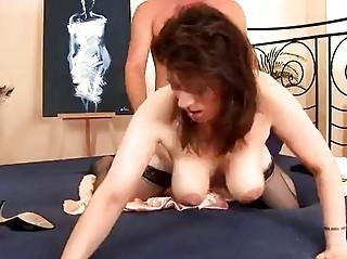Зрелые домохозяйки в чулках порно