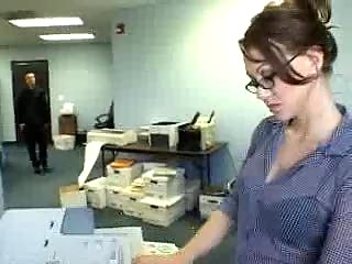 Трахает секретаршу онлайн