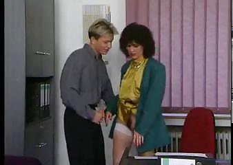 Порно трахнул секретаршу туб