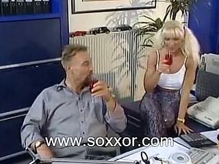 Знасиование секретарши порно