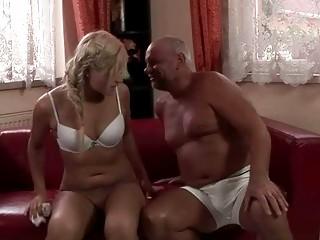 Порно лезбий писают друг на друга