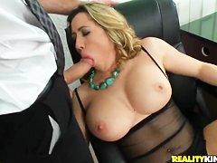 Жесткий секс целок видео