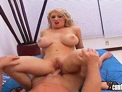Порно блондинку в рот