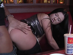 секс с красивой брюнеткой онлайн