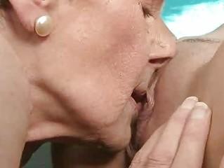 Парнуха со старушками
